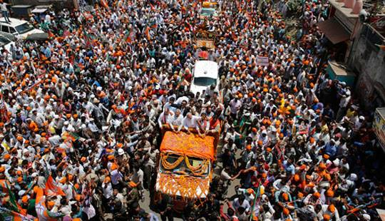 वाराणसी में मोदी के रोड शो पर कांग्रेस का हमला, कहा- बाहर से बुलाए गए 1 लाख लोग