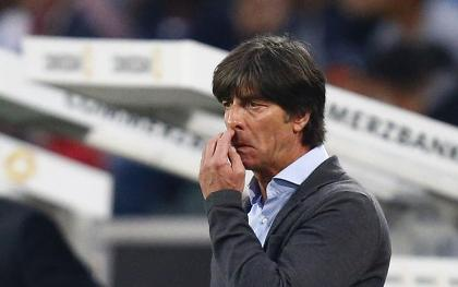 German coach adds insult to injury, picks nose before shaking hands with Ronaldo