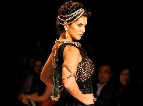 Sunny Leone walks for 'Apala' by Sumit Sawhney at IIJW 2014
