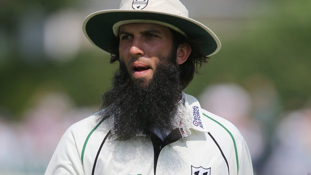 Indian batsmen surrender in front of Moeen Ali ,India losses the match by  266 runs