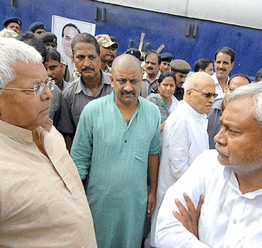 Lalu Prasad and Nitish Kumar will start campaign together from today