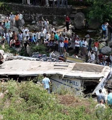 More than dozen People killed in Bus Falls in Uttarakhand