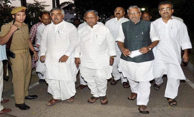 Gandhi Maidan stampede: BJP delegation meets Bihar Governor Dnyandeo