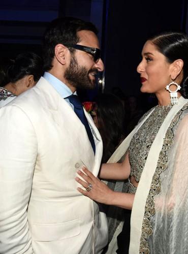 Saif okay after giving back Padma Shri : Kareena