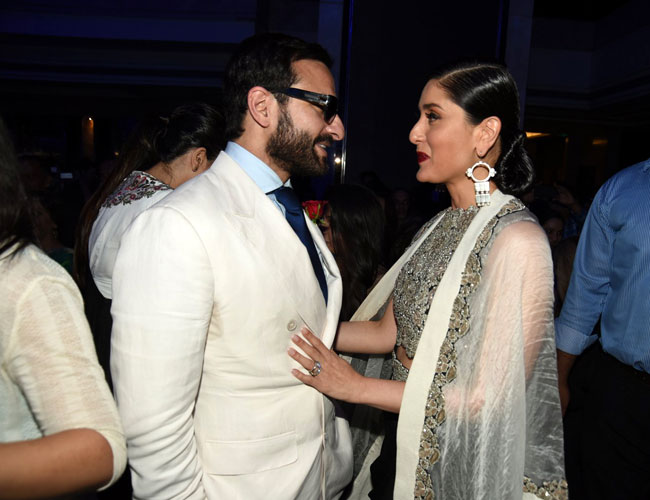 Saif okay after giving back Padma Shri : Kareena