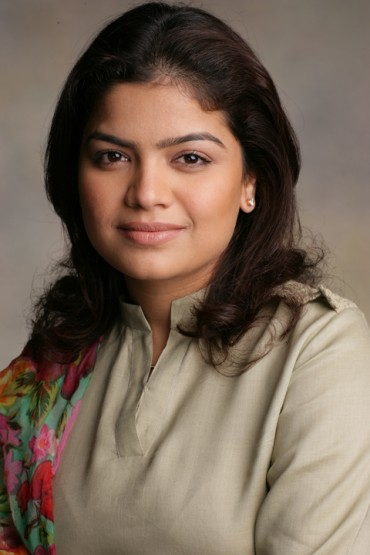 BJP MP Poonam Mahajan Caught lying in IIM-A